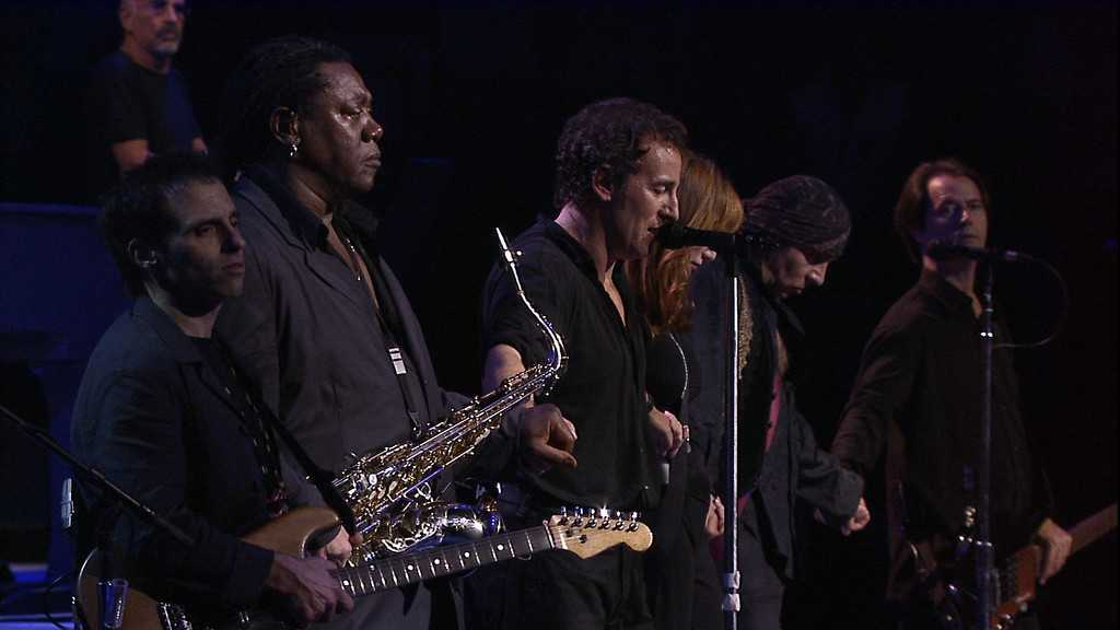 'Springsteen on Broadway' is Bruce Springsteen's one-man show where the audience connects to the musician on an intimate level (IMDb)