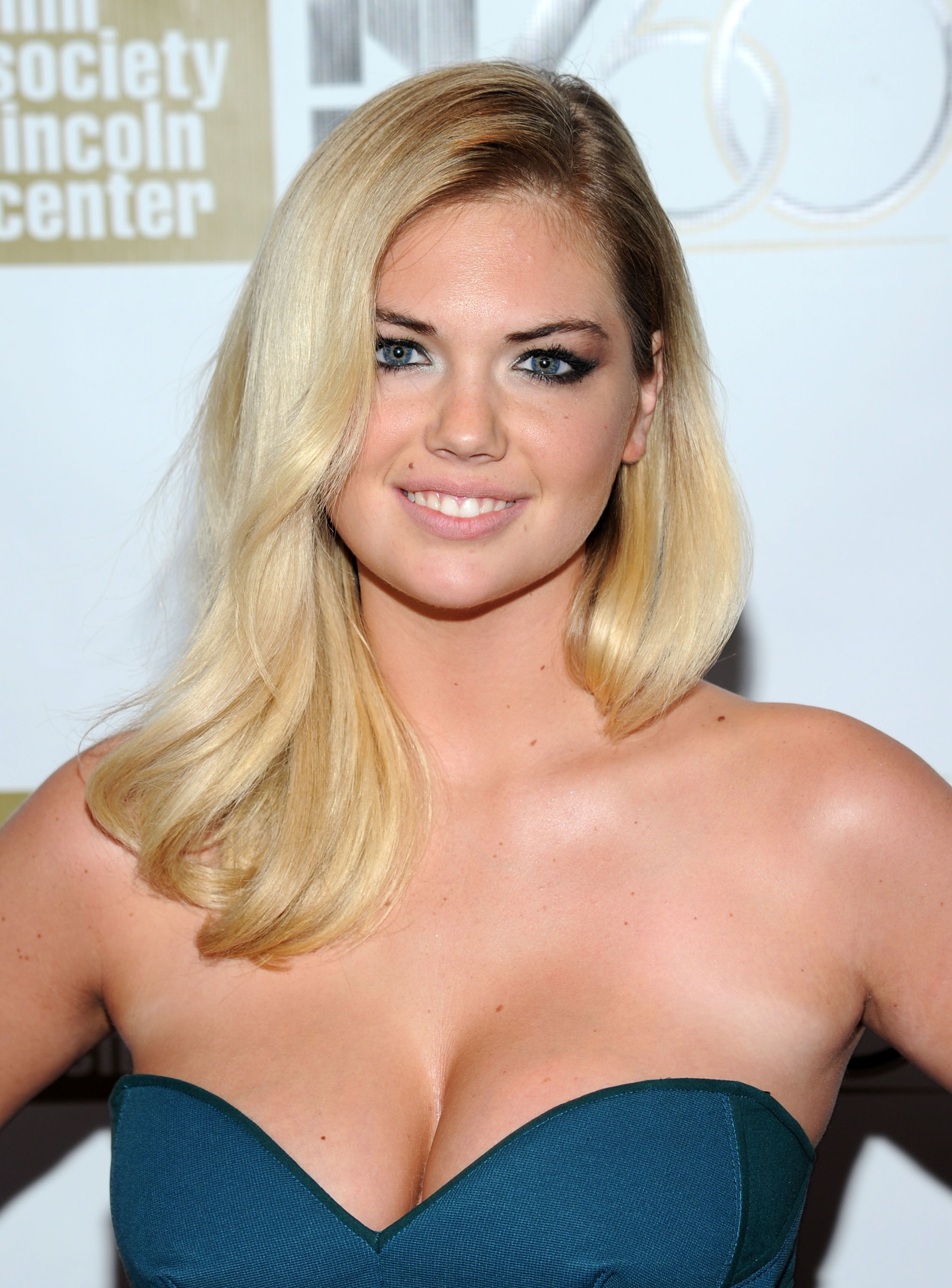 Kate Upton attends the 'No' Premiere During The 50th New York Film Festival at Alice Tully Hall on October 12, 2012 in New York City.